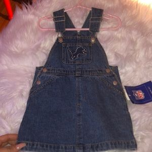 CUTE LIONS JEAN DRESS FOR BBY GIRL! NEVER WORN🦁💕